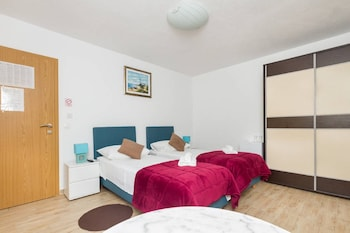 Peruzovic Rooms And Apartments