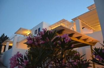 Kostas & Ioanna Studios