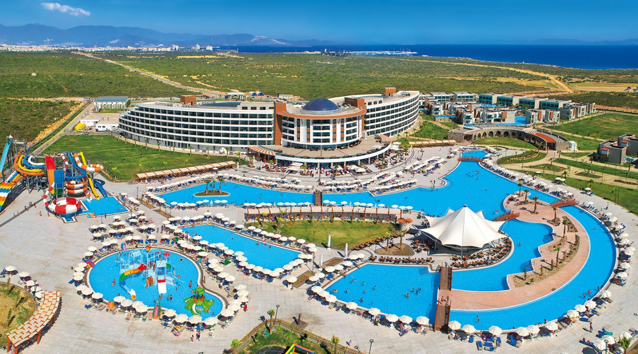 Aquasis Deluxe Resort & Spa Hotel