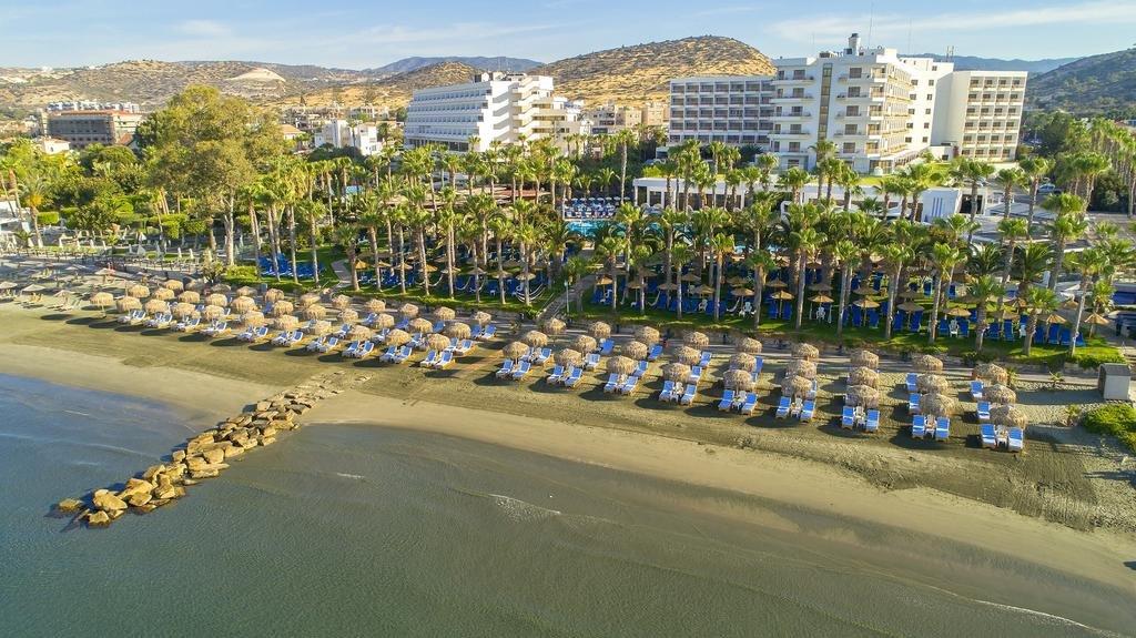 Grand Resort Beach