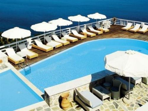 KIVO HOTEL AND SUITES