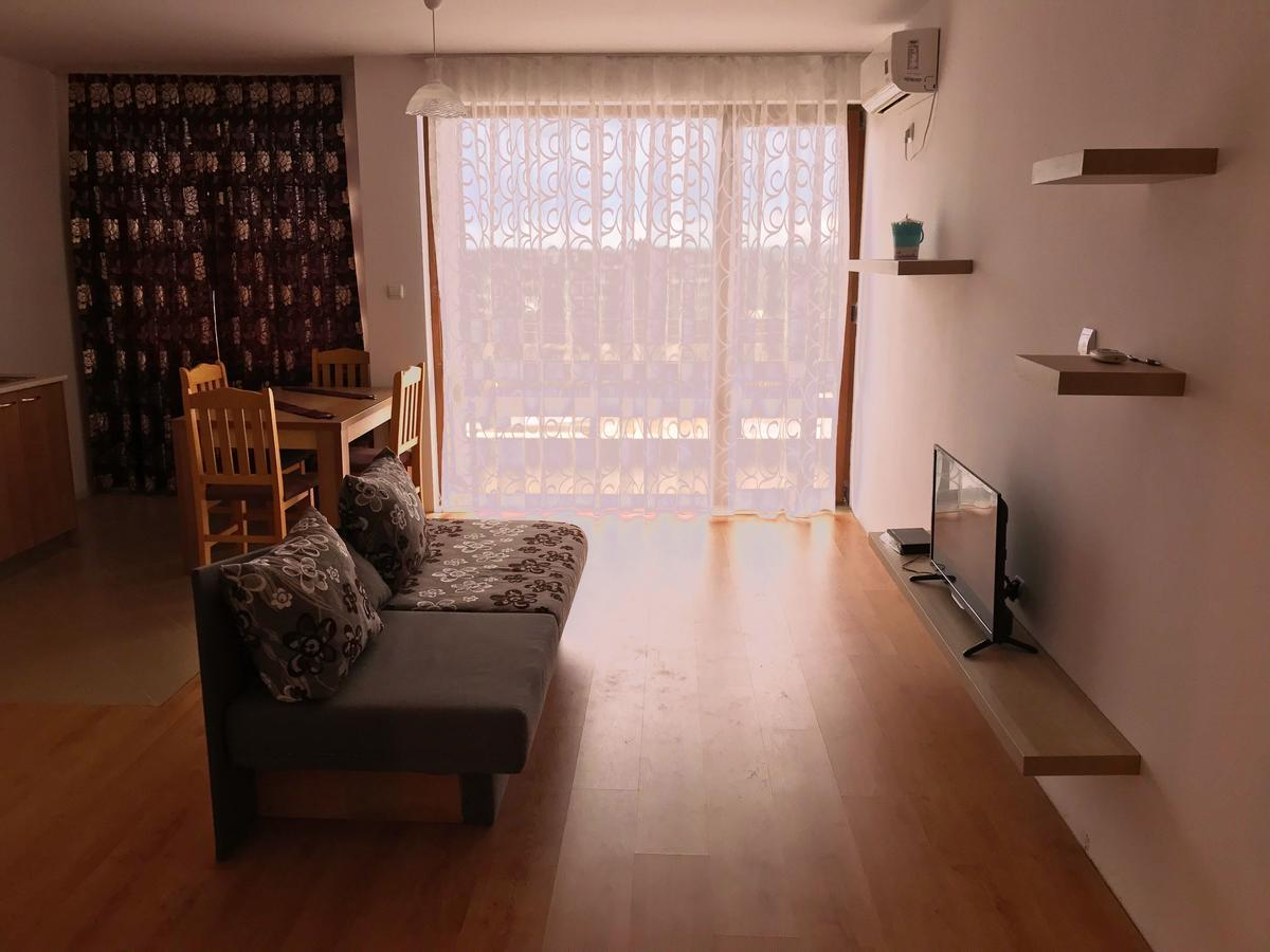 Private Studio In Gardenia Hills