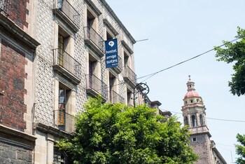 Hostal Amigo Suites Downtown