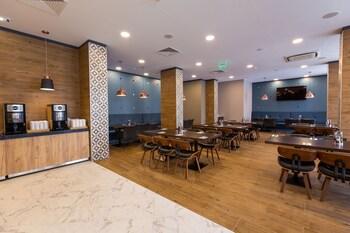 Best Western Plus Premium Inn