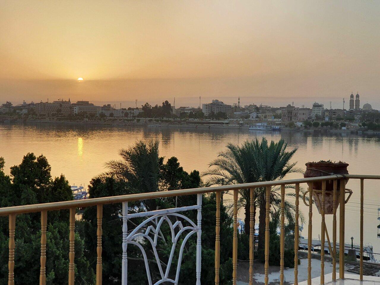 Spring Hotel Luxor