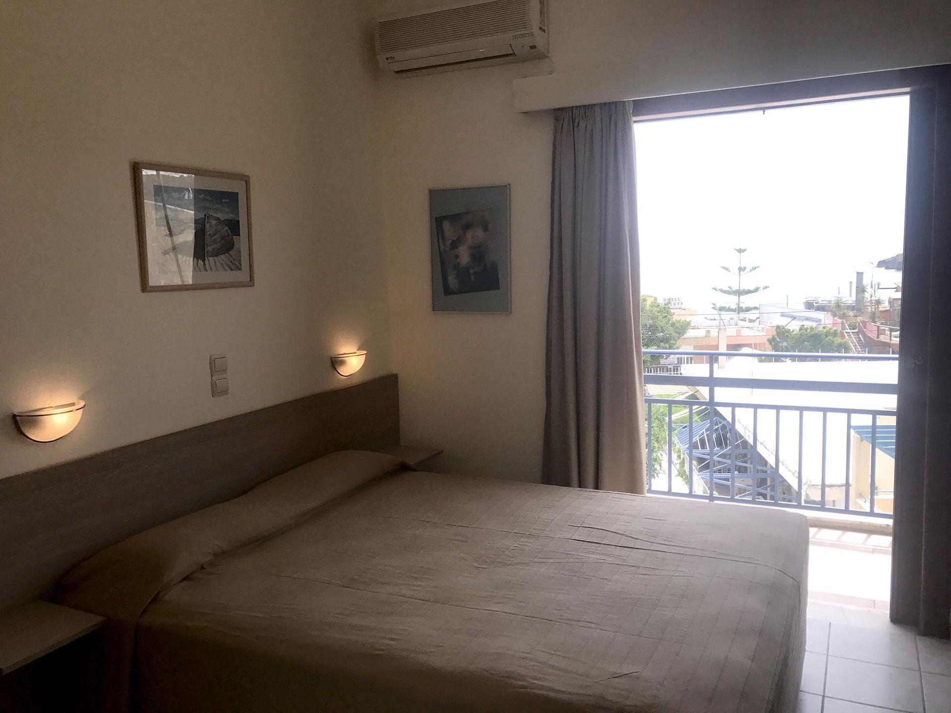 Karyatides Hotel Aegina