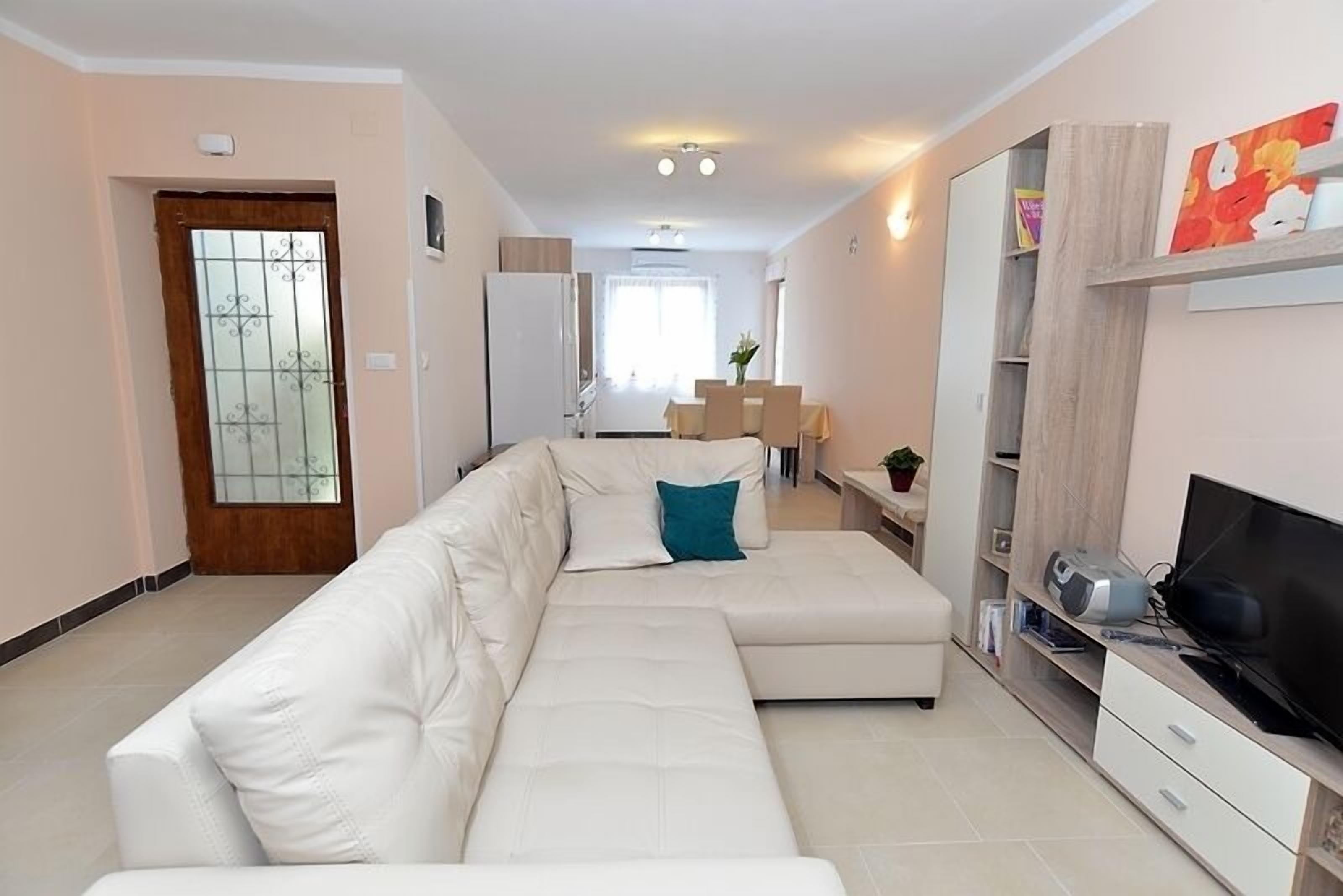 Apartment 640