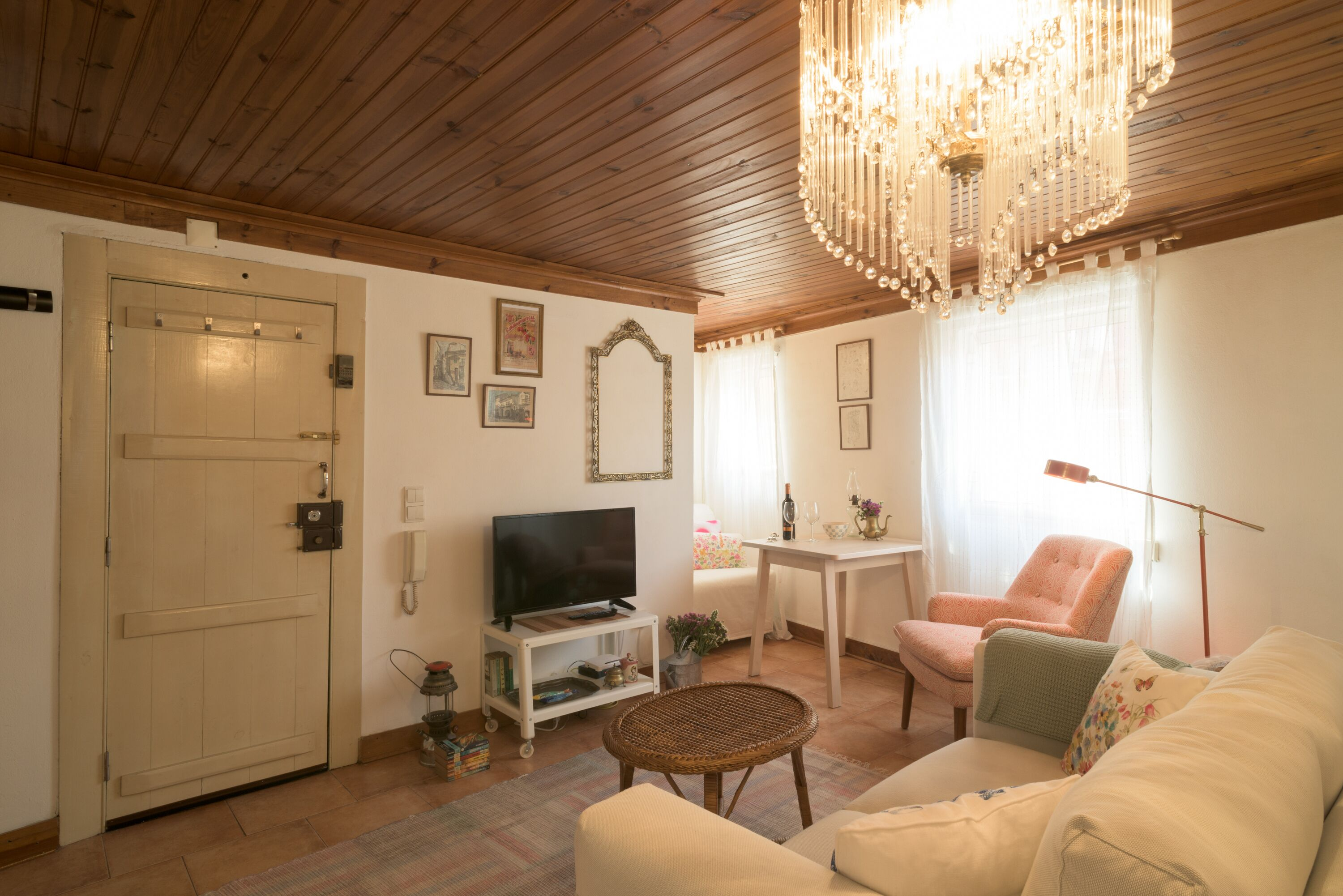 Light Filled Apartment Near Chiado   Free Pickup,  By Timecooler