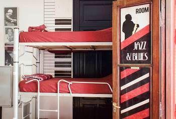 Play Hostel