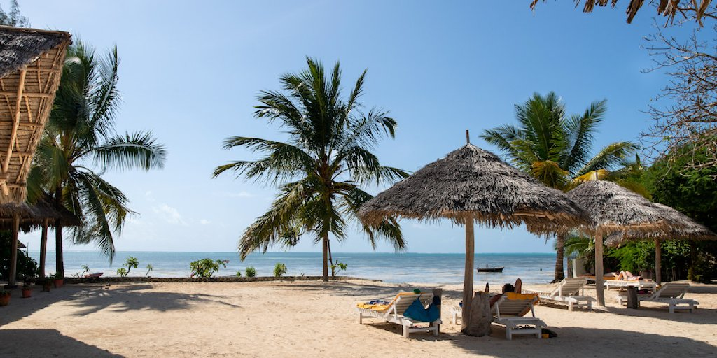 FUN BEACH HOTEL (JAMBIANI)