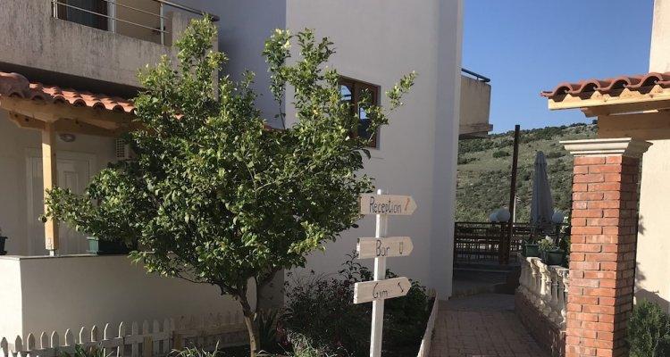 Privé Hotel and Apartment
