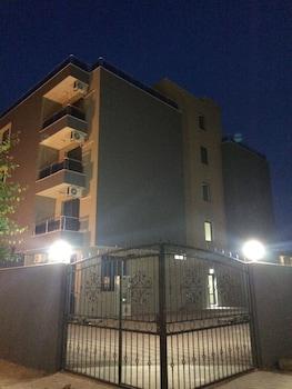 Flower Street Luxury Studios In Palm Residence