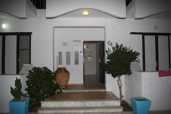 Nikos 2 Studios & Apartments