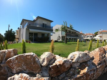 Finikas Garden Beach Resort Nikiti