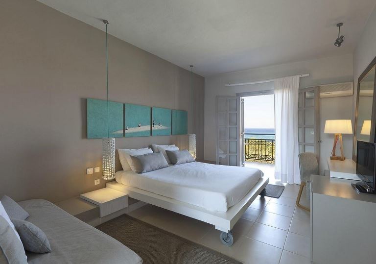 THE BAY HOTEL & SUITES