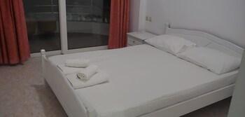 Damian Saranda Hotel