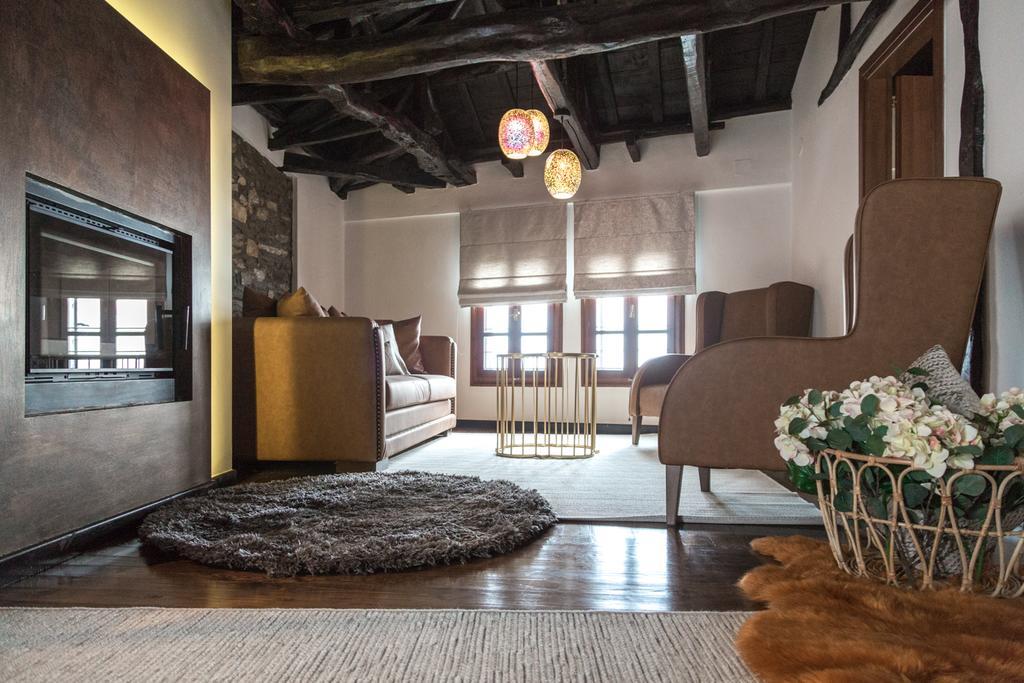 1822 Makrinitsa Suites