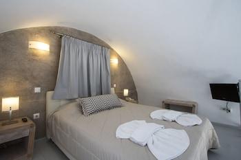Erato Apartments