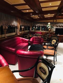 Champagne Palace