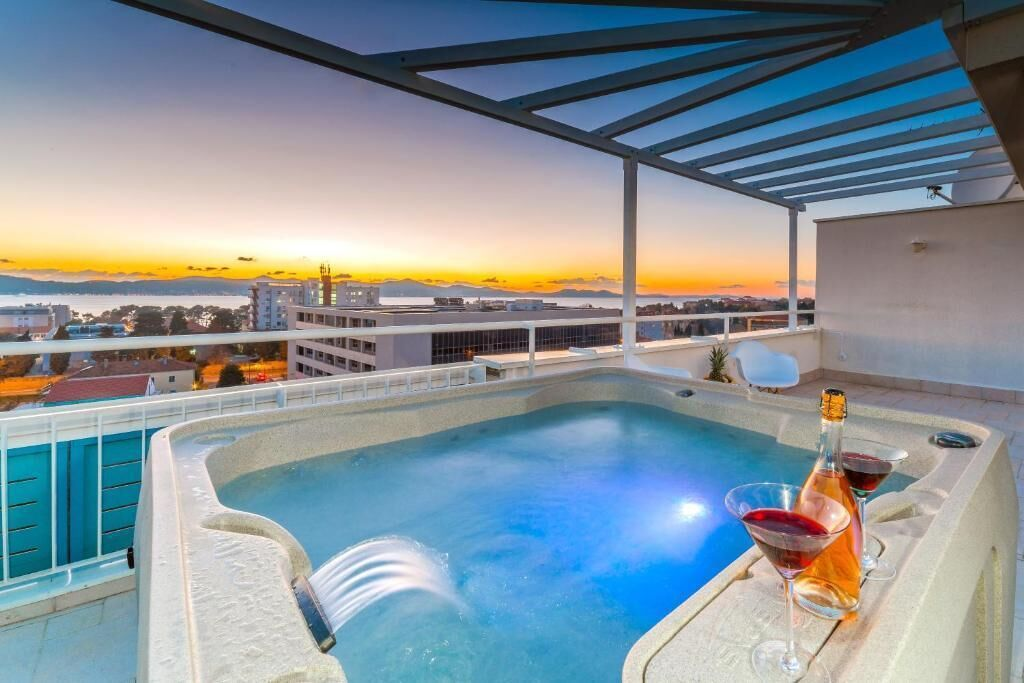 Sunset Penthouse Apartment With Jacuzzi