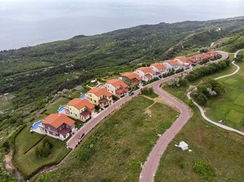 Lighthouse Luxe Estate Apart And Villas