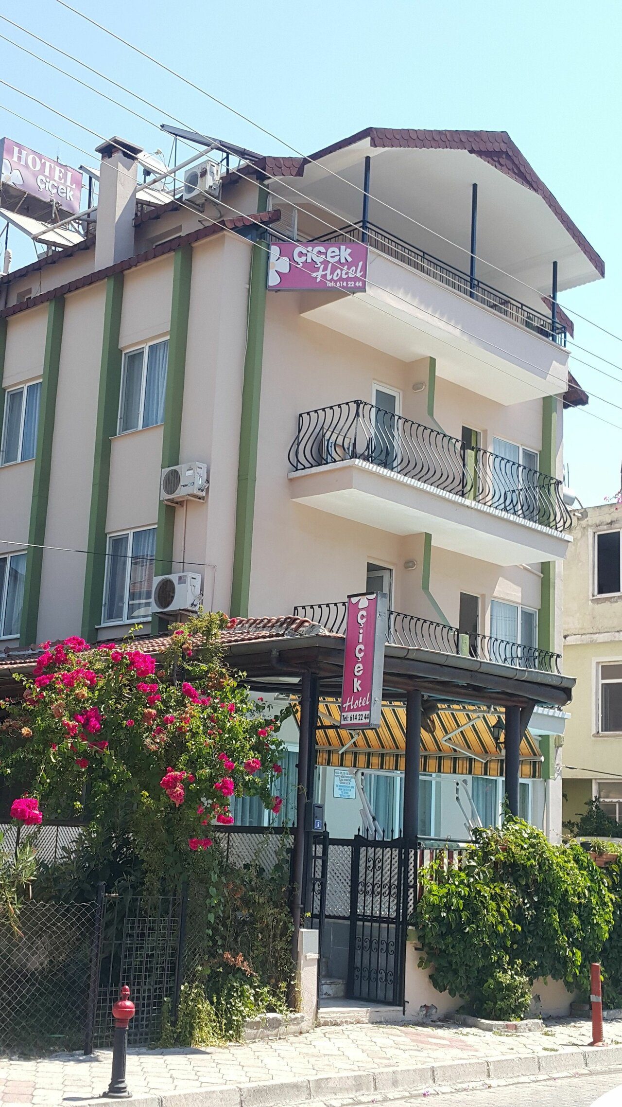 Cicek Hotel And Apartments