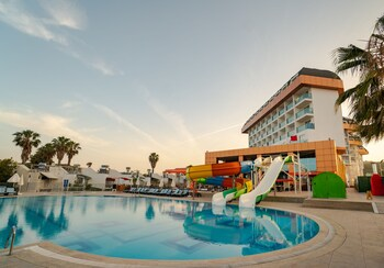 Throne Beach Resort & Spa - All Inclusive