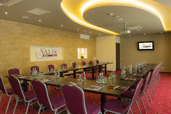 Salis Hotel And Medical Spa
