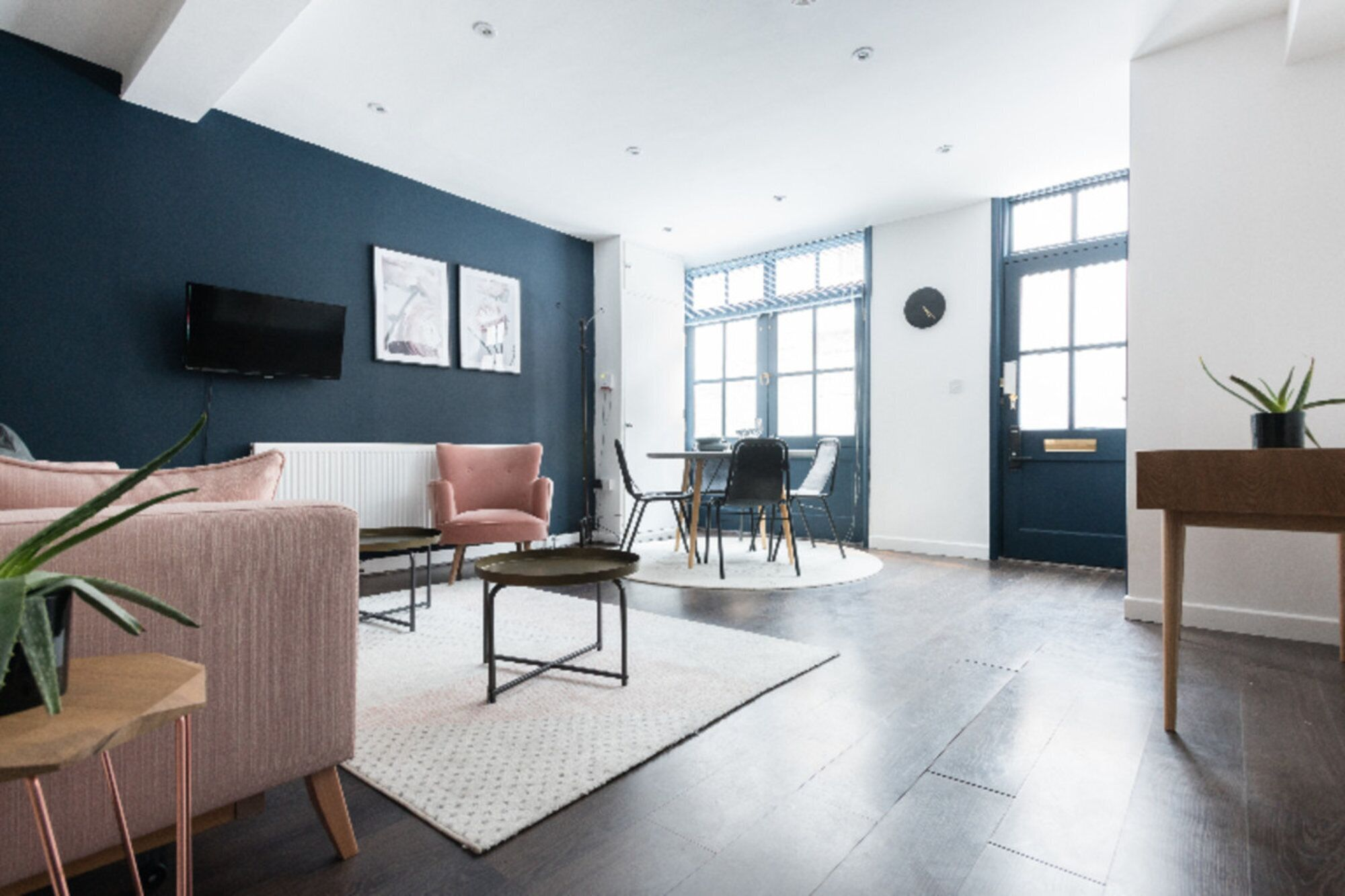 4 Beds - 1 House With Its Own Private Studio Space