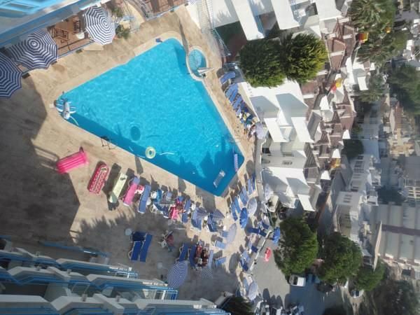 Ponz Hotel