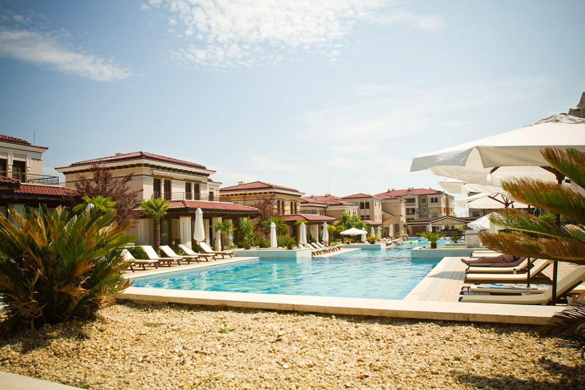 Green Life Beach Resort