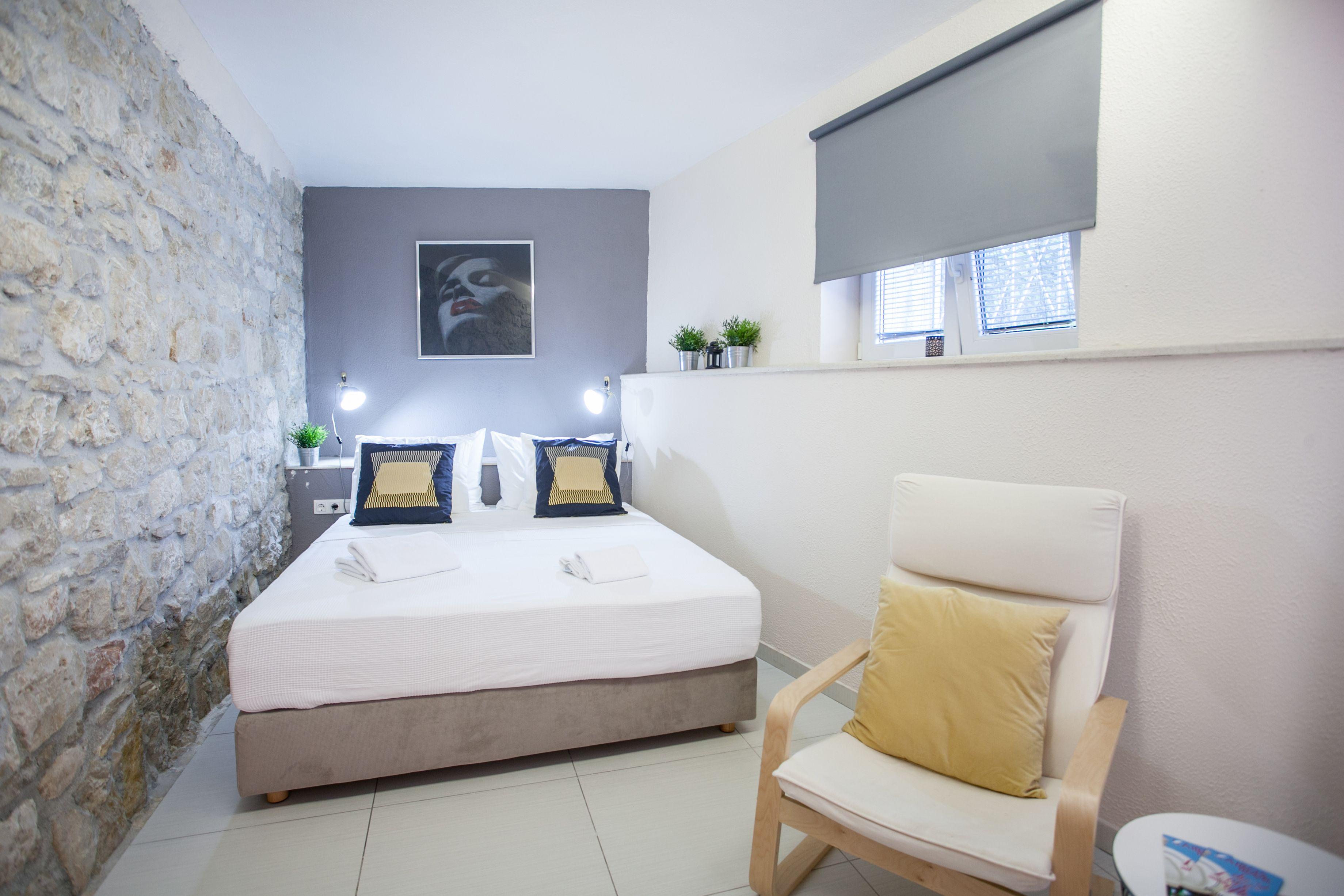 Studio Apartments Emotha