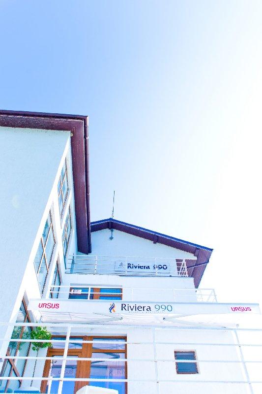 Riviera 990
