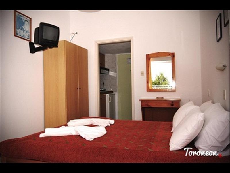 Toroneon