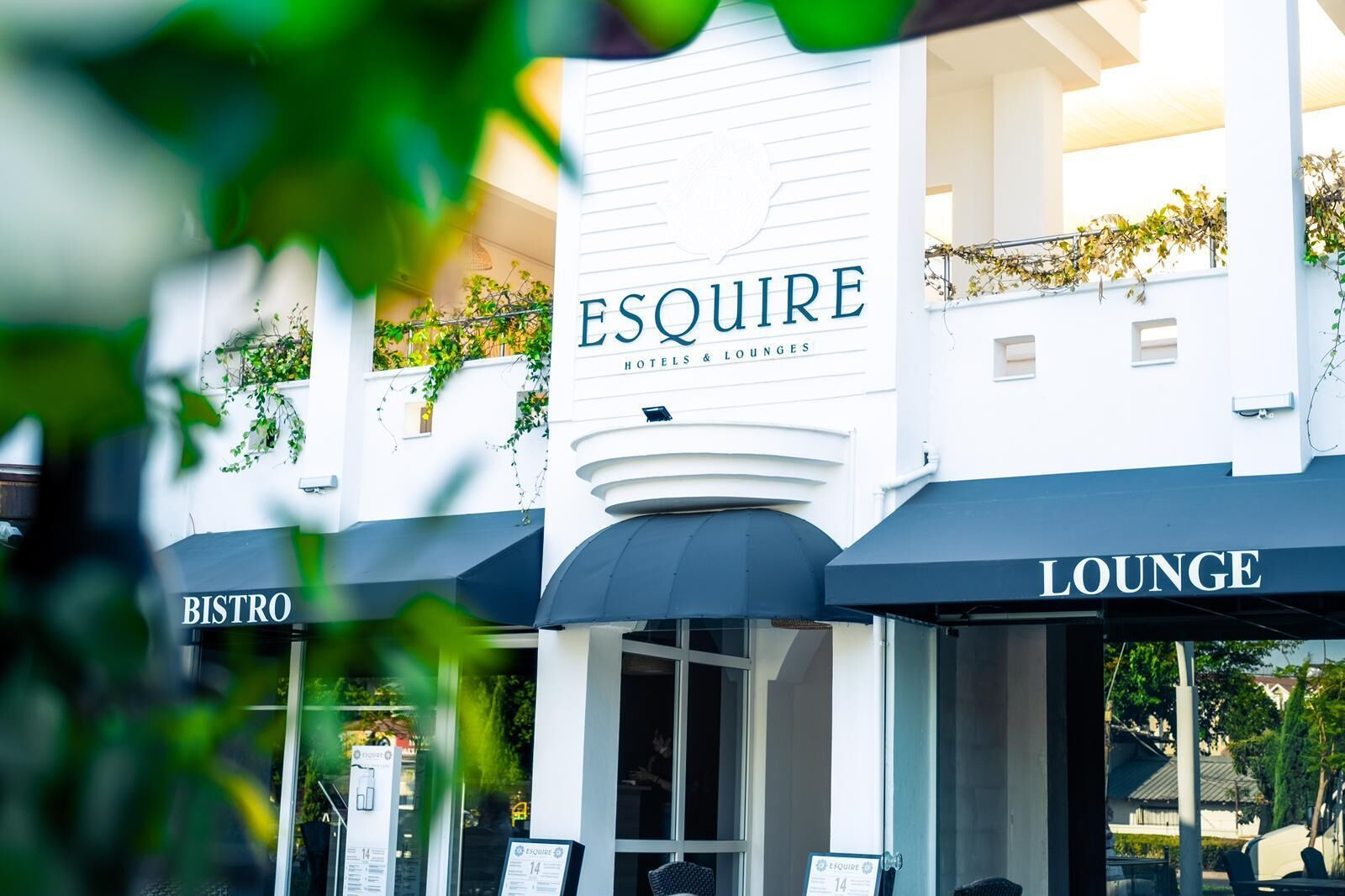 Esquire Hotels And Lounges
