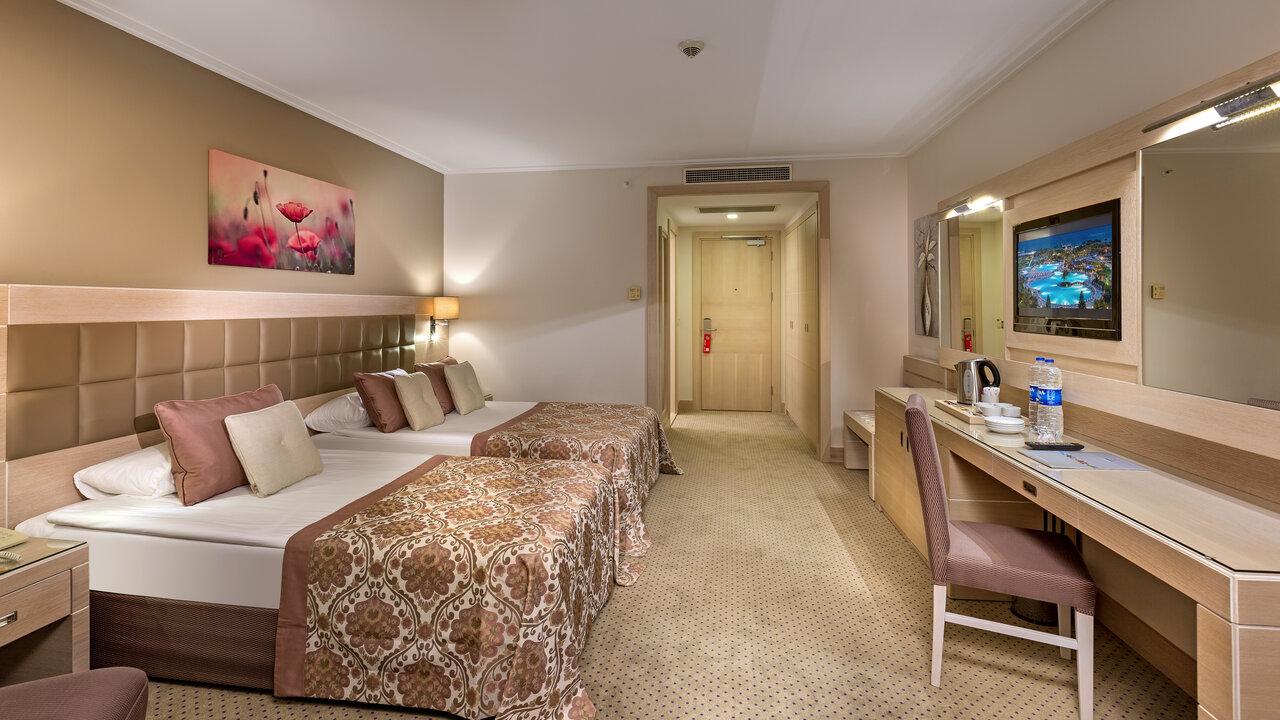MIRACLE RESORT HOTEL 5 *