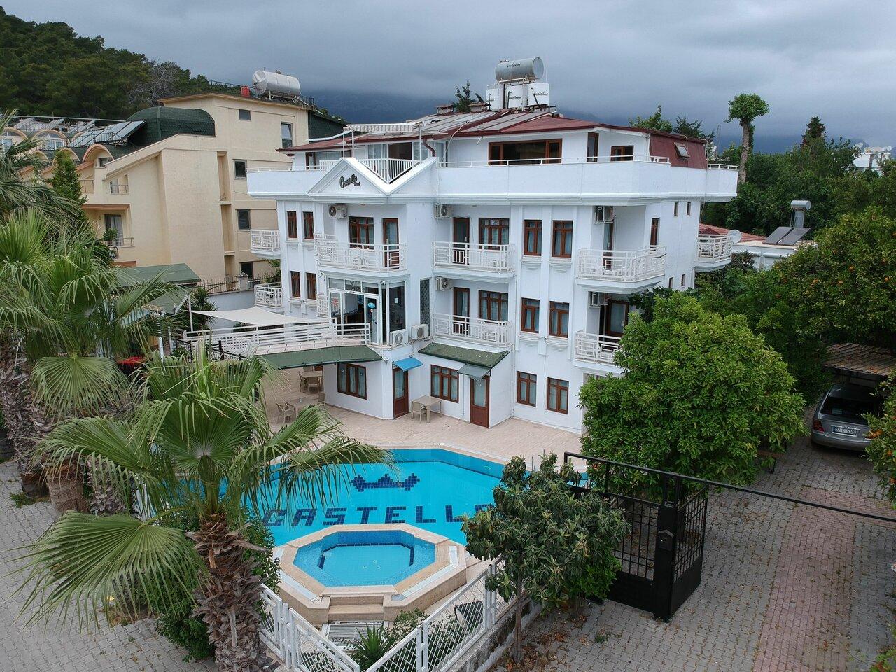 Castello Hotel And Aparts