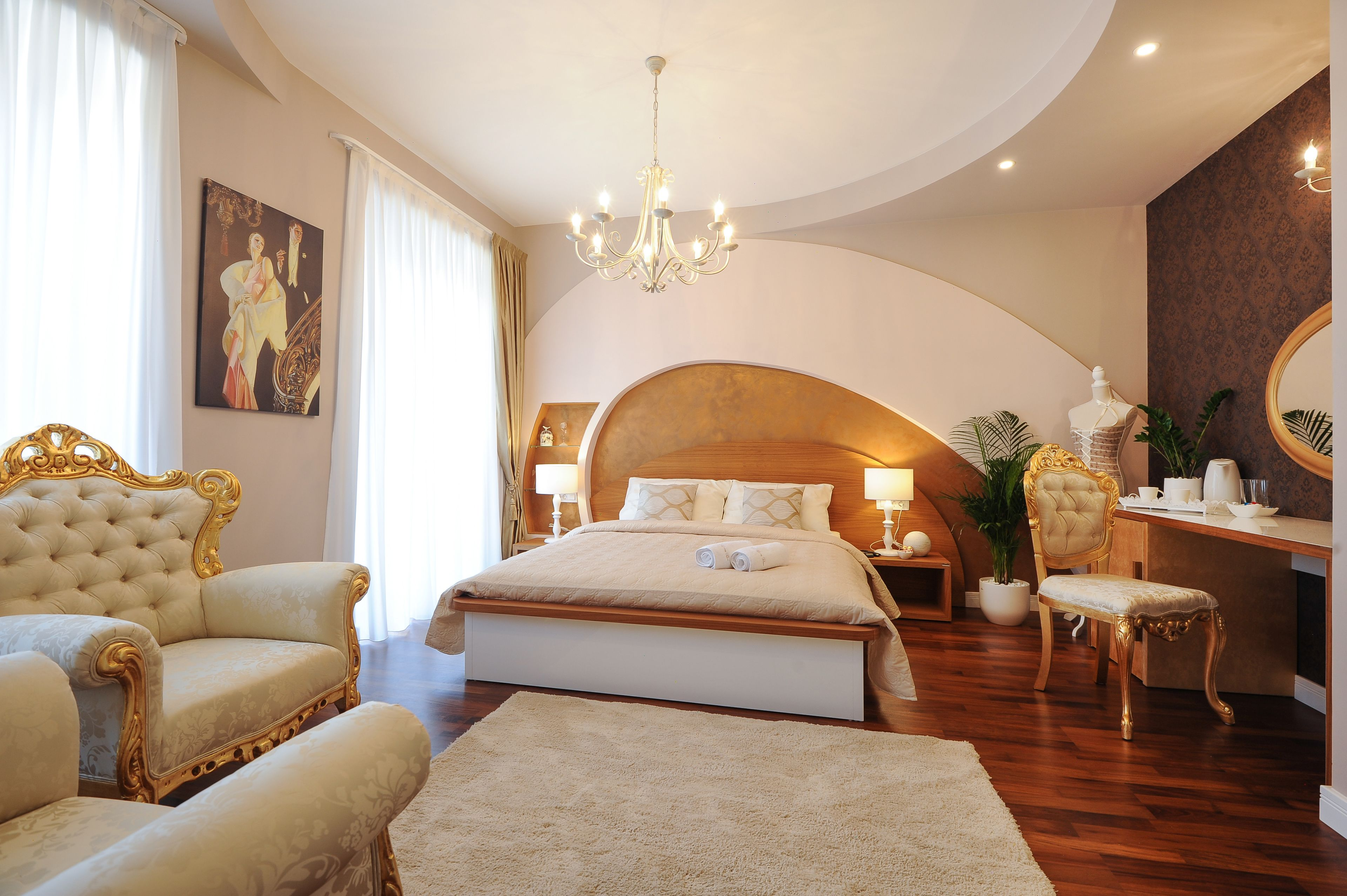 Silver And Gold Luxury Rooms