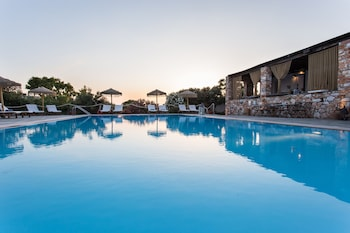 Paros Land Hotel & Resort