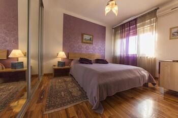 Tifani Apartment