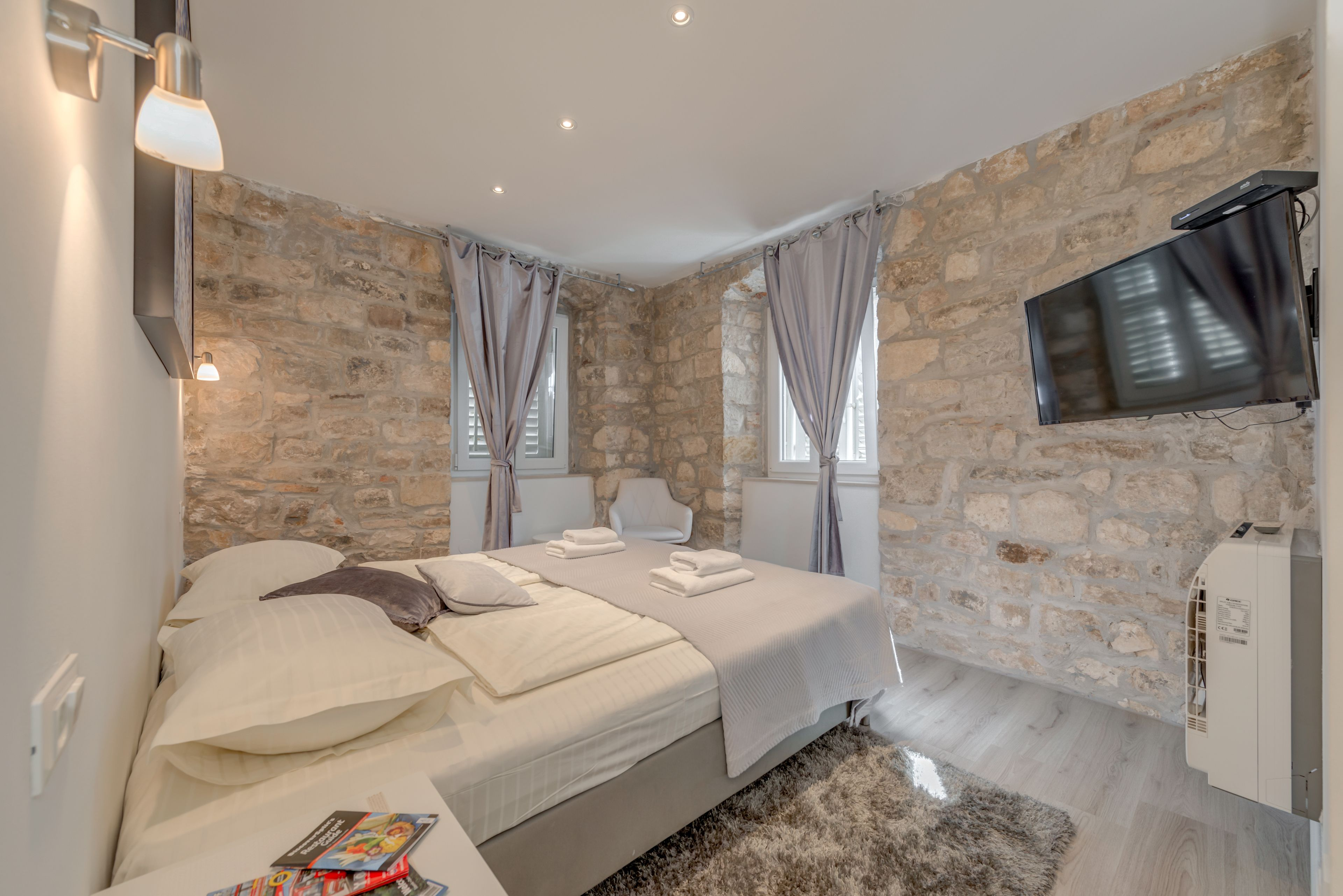 Temple Luxury Apartments And Rooms